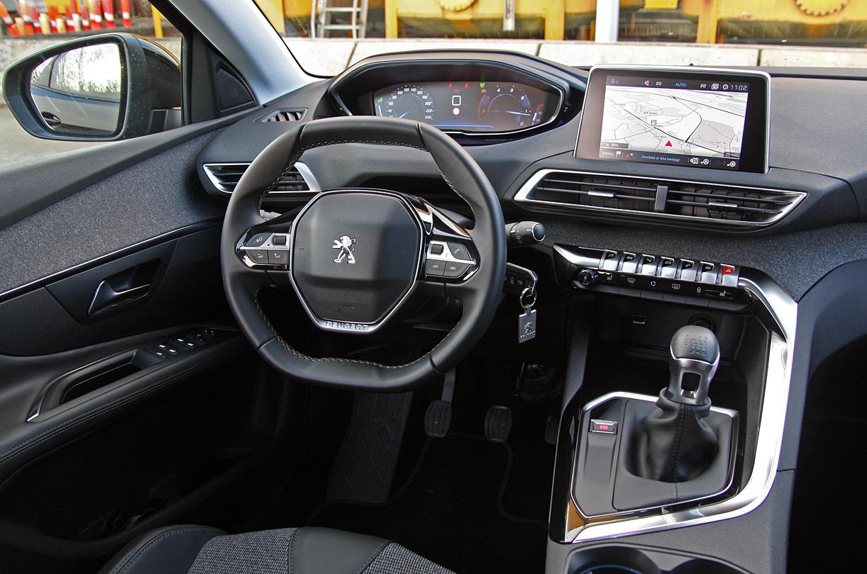 TEST: 3008 sætter ny kurs for Peugeot - Hvilkenbil.dk