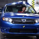 Pæletesten gør ondt på Dacia Sandero, der nøjes med en høj sideairbag i stedet for rigtige gardinairbags.