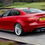 Designet af Jaguar XE er stramt og spændstigt. Rygter vil vide, at den udbredte brug af aluminium gør XE 200 kg lettere end BMW 3 og Audi A4.