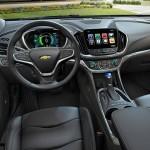 Bortset fra den store touchscreen ser kabinen i den nye Volt mindre futuristisk ud end f.eks. Toyota Prius.
