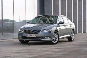 Den store Superb er et eksempel på en Skoda, som biljournalister ofte fremhæver som et bedre valg end den tilsvarende VW-model, Passat.