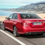 Også bagfra er det svært at skelne den nye E-klasse fra C- og S-klassen - Mercedes har standardiseret formsproget som hos Audi.