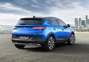 Smalle lygter og indadbuet bagklap på Crossland X er stiltræk, som vi kender fra Opel Astra.
