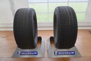 Slidt eller nyt - ifølge dækproducenten Michelin kan et slidt kvalitetsdæk have gode egenskaber. Slid det bare ned til lovens mindstekrav på 1,6 mm mønsterdybde, lyder det glade budskab.