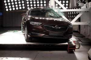 Godt nyt for firmabilister: Den nye Opel Insignia henter alle fem stjerner i Euro NCAPs crashtest.
