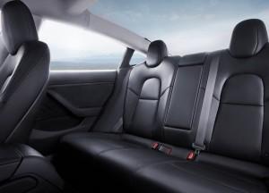 Masser af plads og højt til loftet - også på bagsædet. Sådan lyder de første vurderinger af kabinen efter præsentationen af Model 3.