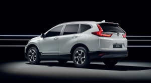 Designet er nyt, men holder alligevel fast i Honda CR-V's kendte stilsprog med markant C-stolpe, store hjulkasser og højtplacerede baglygter.