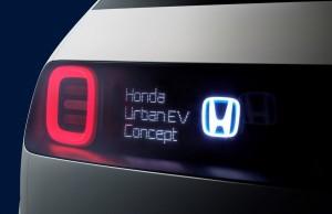 Du kan skrive korte beskeder bag på Honda Urban EV til medtrafikanterne.
