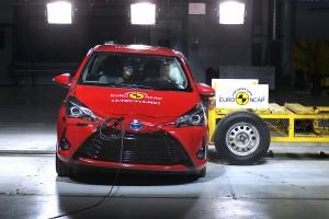 Mens Fiat Punto dumper, er den netop faceliftede Toyota Yaris et eksempel på, at bilfabrikkerne sagtens kan holde deres ældre modeller up-to-date på sikkerhed, hvis de vil.