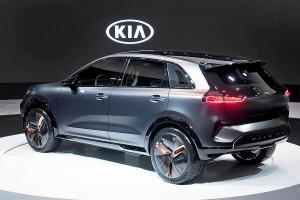 Især front og bagende er gjort mere vindglat på den elektriske udgave af Kia Niro. Der imellem er der tale o den hybrid-crossover, der allerede sælges i Danmark.