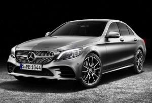 Kun let ændrede kofangere og ny grafik i LED-kørelyset afslører faceliftet af den fire år gamle Mercedes C-klasse.