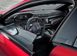 Fuldt digitalt i-cockpit og rammeløse døre gør 508 til noget særligt. Og så har Peugeot lyttet til kritikken og endelig indført to store kopholdere mellem forsæderne. Merci!
