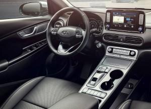 Den delvist svævende midterkonsol med trykknapper i stedet for gearstang, forandrer fuldstændigt kabinen i Kona Electric.